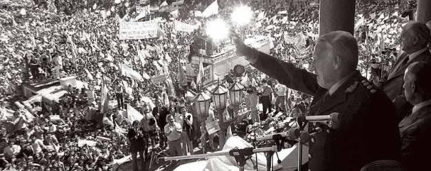1982 galtieri in the plaza de mayo